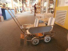 zo'n kinderwagen zaten mijn zus  en ik in vroeger!  My own Sister likes this one http://www.geojono.com/