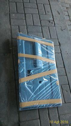 jual door trim pintu depan -untuk mobil jimny katana -harga sepasang kiri kanan pintu depan -bahan fiber tipis flexible -warna hitam berserat,082210151782