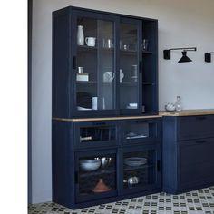 Vaisselier vendu en 2 parties, à utiliser ensemble ou séparément sera parfait dans la cuisine !