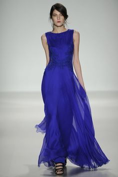 Fashion: trends, outfit ideas, what to wear, fashion news and runway looks Blue Fashion, Runway Fashion, Fashion News, Fashion Glamour, Fashion Images, Mob Dresses, Nice Dresses, Wedding Dresses, Amazing Dresses