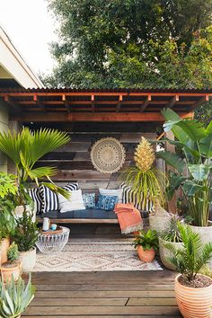 70 Cozy Backyard and Garden Seating Ideas for Summer - Backyard Landscaping Backyard Seating, Backyard Patio Designs, Small Backyard Landscaping, Outdoor Seating Areas, Backyard Privacy, Backyard Retreat, Landscaping Ideas, Backyard Bbq, Backyard Ideas