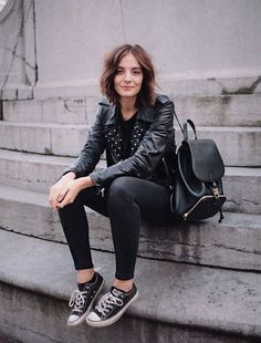 How to wear black converse outfits jackets ideas Black Converse Outfits, Casual Outfits, Converse Sneakers, Casual Shoes, Winter Outfits, Pink Converse, Converse Style, Black Leather Converse, Galaxy Converse