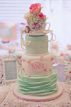 Shabby Chic Baby Shower Cake - click over to Rose Bakes to see more pics and get all the details of this Shabby Chic Baby Shower Cake! Pasteles Baby Shower Niña Flores, Tortas Baby Shower Niña, Tea Party Baby Shower, Baby Shower Cupcakes, Shower Cakes, Bridal Shower, Baby Shower Elegante, Shabby Chic Baby Shower, Girl Cupcakes