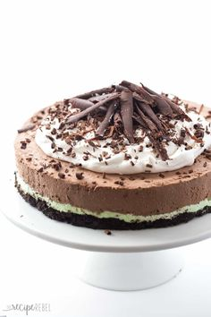 A chocolate crust topped with creamy mint filling and topped with rich, luscious no bake mint chocolate cheesecake filling! Make ahead holiday dessert!