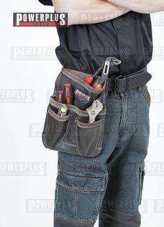 Werkzeugtasche für Gürtel aus Leder. Praktische Werkzeug Ledertasche besitzt 1 große sowie 1 kleine Außentasche und ist leicht am Gürtel zu befestigen. Vorne an der Tasche befinden sich 2 Einlässe für Scheren Maße: 30 cm hoch und 22 cm breit Maße Taschen: 1 große: 18 x 21 cm (h x b)  1 kleine: 11 x 15 cm (h x b) Das abgebildete Werkzeug gehört nicht zum Angebot, Preis: € 29,- zzgl. Versand https://www.powerplustools.de/werkzeuggurtel-und-hammerhalter/werkzeugtasche-fur-gurtel-leder.html