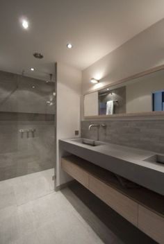 1000 images about moderne badkamer on pinterest loft bathroom saunas and dublin for Moderne badkamers