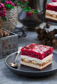 Tiramisu z malinami Polish Desserts, Polish Recipes, Just Desserts, Baking Recipes, Cookie Recipes, Dessert Recipes, Cupcakes, Cupcake Cakes, French Patisserie