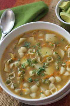 Sopa de Pasta - AntojandoAndo Mexican Food Recipes, Soup Recipes, Vegetarian Recipes, Cooking Recipes, Healthy Recipes, Deli Food, Healthy Chicken Dinner, Pasta Soup, Colombian Food