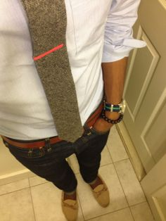 Cool contrasting tie bar....