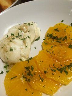 Mozzarella met sinaasappel en een dressing van honing, koriander, knoflook en olijfolie