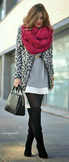 Vestido branco + blusa v longa cinza + meia Preta + otk + cachecol