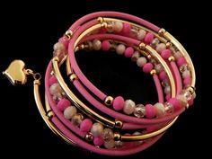"""PMCCO2015 -12 Hermoso Brazalete de memoria en chapa de oro 14k y caucho, color el de la foto, medida standard, precio x pieza $99 pesos, precio medio mayoreo(6 piezas)$95, precio mayoreo (12 piezas)$90, """"""""""""""""""""""""""""""""""""precio VIP (25 piezas) $85"""""""""""""""""""""""""""""""""""" Memory Wire Jewelry, Memory Wire Bracelets, Friendship Bracelets, Diy Jewelry, Beaded Jewelry, Jewelry Design, Wire Wrapped Bracelet, Jewellery Storage, Boho Fashion"""