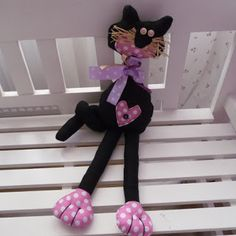 Este es el gato del famoso escultor-pintor Romero Britto                     ... Cat Toys, Minnie Mouse, Disney Characters, How To Make, Handmade, Animals, Decorations, House, Diy Creative Ideas