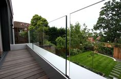 50 Incredible Glass Railing Design for Balcony Fence Glass Fence, Glass Railing, Deck Railings, Front Yard Fence, Fenced In Yard, Brick Fence, Farm Fence, Cedar Fence, Bamboo Fence