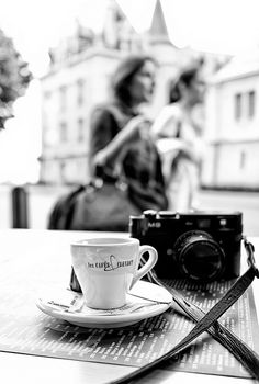 black and white paris film camera café Black White Photos, Black And White Photography, My Little Paris, Robert Frank, Foto Art, I Love Coffee, Coffee Break, Coffee Coffee, Coffee Pics