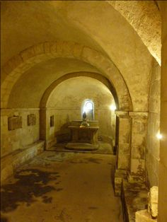 La crypte de l'église de Saint-Marcel (36)