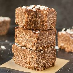 Homemade No Bake Keto Chocolate Coconut Crunch Bars (Paleo, Vegan, Sugar Free, Low Carb)- An easy recipe for copycat crunch bars loaded with coconut and chocolate-a ketogenic and sugar free makeover! The ultimate keto-friendly dessert and snack recipe ready in 5 minutes! #ketogenicdessert #ketodessert #lowcarb #sugarfree #paleo   Recipe on thebigmansworld.com