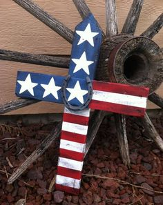 Rustic American Flag Cross with Horse Shoe in the middle, made from pallet planks! Love this and fun to make! All hand painted, no vinyl or machines used!