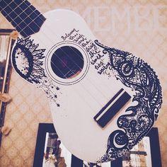 If only I could actually do this *tear rolls down as I smile*>>> I can draw like this I just can't play the ukulele Arte Do Ukulele, Ukulele Songs, Ukulele Chords, Ukulele Instrument, Guitar Decorations, Painted Ukulele, Painted Guitars, Painted Pianos, Music Instruments Diy