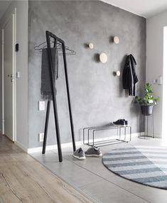 budget friendly home decor ideas 00029 ~ Gorgeous House Interior S, Interior Design, Wood Hooks, Diy Apartment Decor, Grey Walls, Wood Walls, Entryway Decor, Cool Furniture, Girl Room