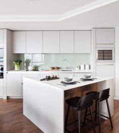 British interiors studio Black & Milk has redesigned an apartment for a city trader in Canaletto Tower, a luxury residential skyscraper designed by UNStudio on London's City Road. Luxury Kitchen Design, Best Kitchen Designs, Luxury Kitchens, Interior Design Kitchen, Cool Kitchens, Modern Interior, Grand Kitchen, New Kitchen, Kitchen Decor