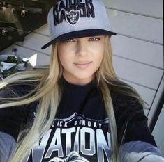 Raiders Stuff, Raiders Girl, Curvy Women Fashion, Girl Fashion, Raiders Cheerleaders, Female Football Player, Oakland Raiders Football, Gangster Girl, Raider Nation