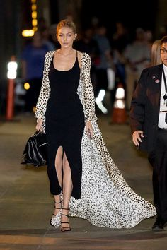 Here's How to Keep It Clean Gigi Hadid donned a positively primal cheetah print Roberto Cavalli floor-length duster. Style Gigi Hadid, Gigi Hadid Outfits, Gigi Hadid Dresses, Elegant Dresses Classy, Nice Dresses, Daily Fashion, Celebrity Dresses, Celebrity Style, Dinner Date Outfits