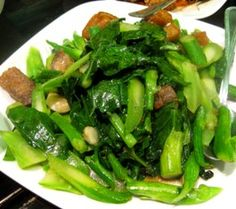 Chinese Broccoli w/Crispy Roast Pork & Oyster Sauce Ever wonder what to do with leftover chinese roast pork?  I decided to cook my leftover crispy roast pork with Chinese broccoli and oyster sauce.