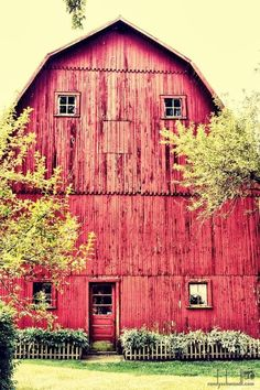 Beautiful Old Red Barn......its gorgeous!!!