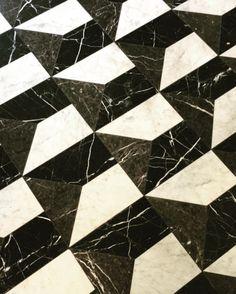 Black and white marble floor @casadopassadico