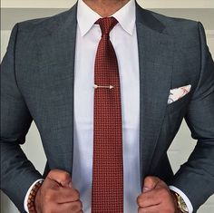 Styles Men provides a guide to the clothing styles for men. Find out the trendiest of men's fashion to create outfits and stylish looks on StylesMen. Business Outfit, Business Fashion, Business Suits, Mens Fashion Suits, Mens Suits, Groom Suits, Groom Attire, Stylish Men, Men Casual