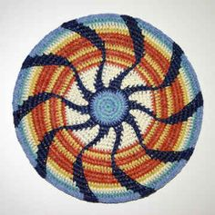 The mandala has spiritual significance for a lot of people but it doesn't have to be specifically a spiritual thing. It can be a visually pleasing and meditatively relaxing geometric design. Crochet mandalas appeal to me. Tapestry Crochet Patterns, Crochet Art, Crochet Home, Crochet Motif, Crochet Designs, Crochet Doilies, Crochet Stitches, Mandala Crochet, Crochet Circles