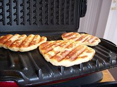 What's Cookin' Italian Style Cuisine: Italian Flat Bread Recipe with Garlic. Made these on the bbq with garlic chives and they were awesome! Definitely going into daily rotations. Italian Flat Bread Recipe, Italian Recipes, Italian Cooking, George Foreman Recipes, Flatbread Recipes, Garlic Recipes, Healthy Recipes, Bread And Pastries, Grilling Recipes
