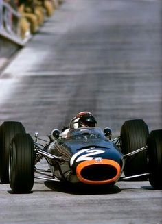 1966 Monaco GP, Monte Carlo : Jackie Stewart in BRM P261 on his way to take his 2nd victory in WC. (ph: wordpress.com)