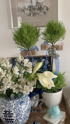 Hamptons style holiday, DIY decorating for shelf or side table with ginger jar, chinoiserie and green cyprus