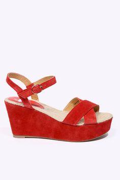 a75f7ca08ffba 59 € Kimchi   Blue - Chaussures compensées en daim avec lanières - Rouge  Chaussures Compensées