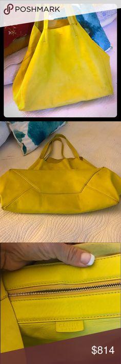 Celine purse tote purse❤️ Celine tote❤️🌷 color like a lime yellow color. Beautiful purse 👍❤️ Celine Bags Totes