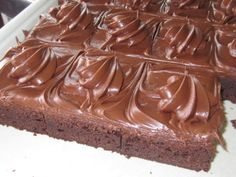 Fudgy Fudge Brownies with Recipe & Video - Woodland Bakery