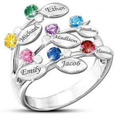Family Tree Birthstone Ring with Names - Love the unique design of this family tree ring! Up to 7 kids names are engraved on little leaves and accented with birthstones and clear Swarovski crystals. Wonderful gift for Mom or Grandma! Mothers Day Rings, Mother Rings, Baguette Diamond Wedding Band, Wedding Band Sets, Jelsa, Vintage Engagement Rings, Personalized Jewelry, Ring Designs, Birthstones