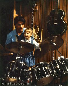 Uncle Jesse and Michelle - full-house Photo Michelle Full House, Jesse From Full House, Full House Tv Show, Tio Jesse, Uncle Jesse, Full House Episodes, Full House Funny, Ful House, The Durrells In Corfu