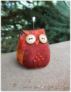 Sweet Owls Make Charming Pincushions - Quilting Digest. He's my favourite, as I like his colouring best! Quilting Projects, Sewing Projects, Owl Sewing Patterns, Pincushion Tutorial, Pincushion Patterns, Owl Quilts, Sewing Crafts, Fabric Crafts, Owl Fabric