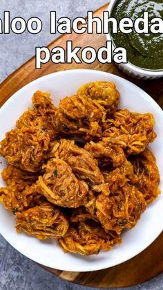 Aloo Recipes, Pakora Recipes, Chaat Recipe, Veg Recipes, Spicy Recipes, Cooking Recipes, Indian Dessert Recipes, Pasta Recipes Indian, Tasty Vegetarian Recipes