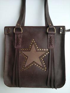 Cartera de cuero hecha a mano// Estrella// Flecos// para lucir una cartera única. // Leather hand made by Muxus// accesories lovers.
