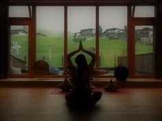 Workshop, Kurse & Spezial-Yoga | Yoga & Entspannung Kundalini, Workshop, Yoga, Home Decor, Clock, Atelier, Decoration Home, Room Decor, Work Shop Garage