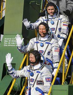 (From bottom) British astronaut Tim Peake, U.S. astronaut Tim Kopra and Russian cosmonaut Yuri Malenchenko prior to launch