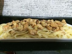 Tavuklu Mantarlı Fettucini Spaghetti, Chicken, Meat, Ethnic Recipes, Food, Essen, Yemek, Spaghetti Noodles, Buffalo Chicken