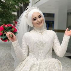 Hijabi Wedding, Muslimah Wedding Dress, Muslim Wedding Dresses, Muslim Brides, Muslim Dress, Wedding Gowns, Muslim Couples, Wedding Cakes, Short Bride