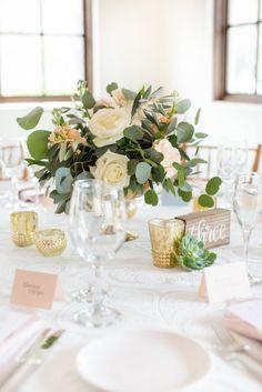 Dreamy Blush Pink Wedding in the Desert of Arizona | Table Decorations | Weddings | Reception | Floral Decor | #weddings #weddingdecor #tabledecor #reception | www.starlettadesigns.com