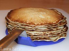 """Astea trebuie sa fie cele mai gustoase pancakes de post din lume, fara nicio exagerare.Cu lapte de soia sau lapte de cocos si cu """"glazura"""" generoasa de miere sau pasta de susan dulce.Si multe, multe bucatele de banana!!!O nebunie!!! Eu le-am facut si cu lapte de soia si cu lapte de cocos, ambele portii in dublu exemplar si, culmea, tot nu ne-au ajuns :D Adevarul este ca sunt grozav de gustoase si de fine si nu-ti vine sa crezi nicio secunda ca nu contin oua saulapte. Te pupam pe... Pancakes, Breakfast, Recipes, Vegans, Diet, Banana, Morning Coffee, Recipies, Pancake"""