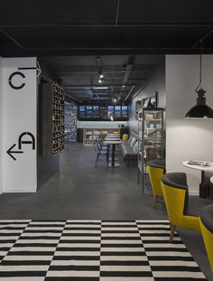 Zoom Hotel Brussels' sharp design focuses on a photographic theme (and a great beer bar) Hotel Interiors, Office Interiors, Cafe Restaurant, Restaurant Design, Cafe Interior, Interior Design, Unusual Hotels, Hotel Motel, Beer Bar
